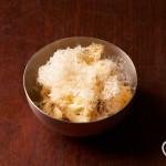 カリフラワーの温製ペコリーノチーズがけ